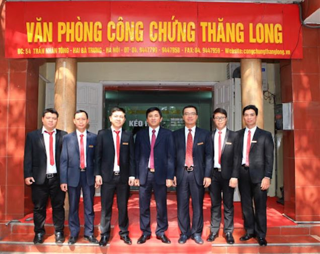 Nhân viên văn phòng công chứng Thăng Long